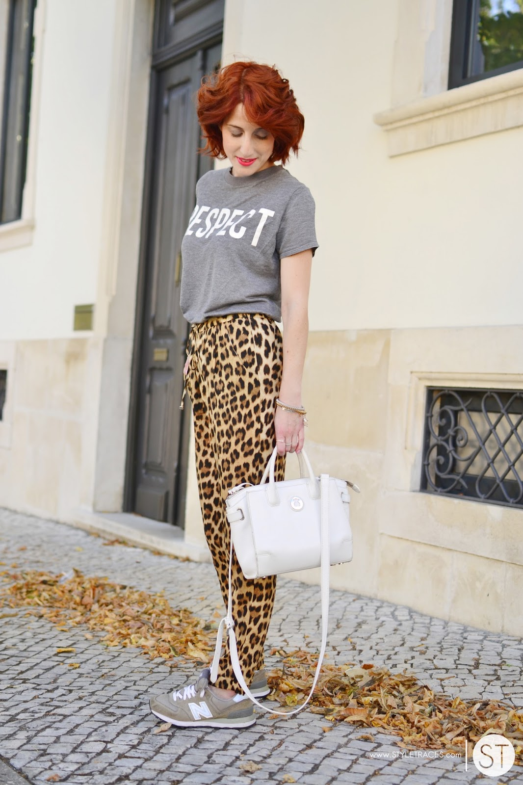 STYLETRACES-sporty jungle-fashion blogger_red head_street style_look do dia_outfit of the day_ootd_summer look_animal print_leopard pants_grey_new balance_sneakers_zara daily_tous jewelry_cool mood-08