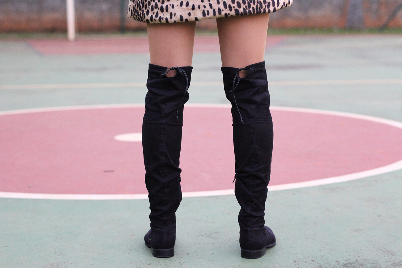 LOOK Casaco de onça e botas over the knee 2