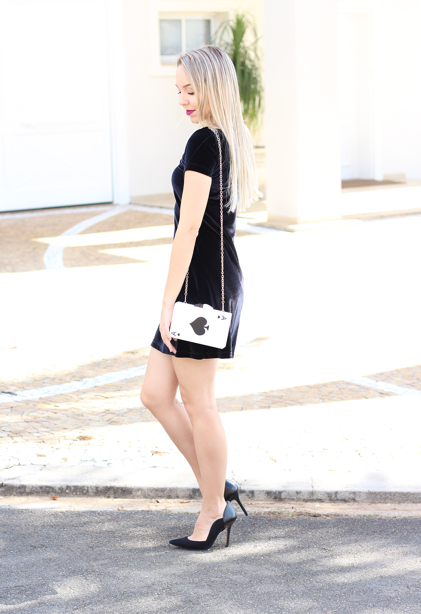 look veludo e clutch de cartas 1