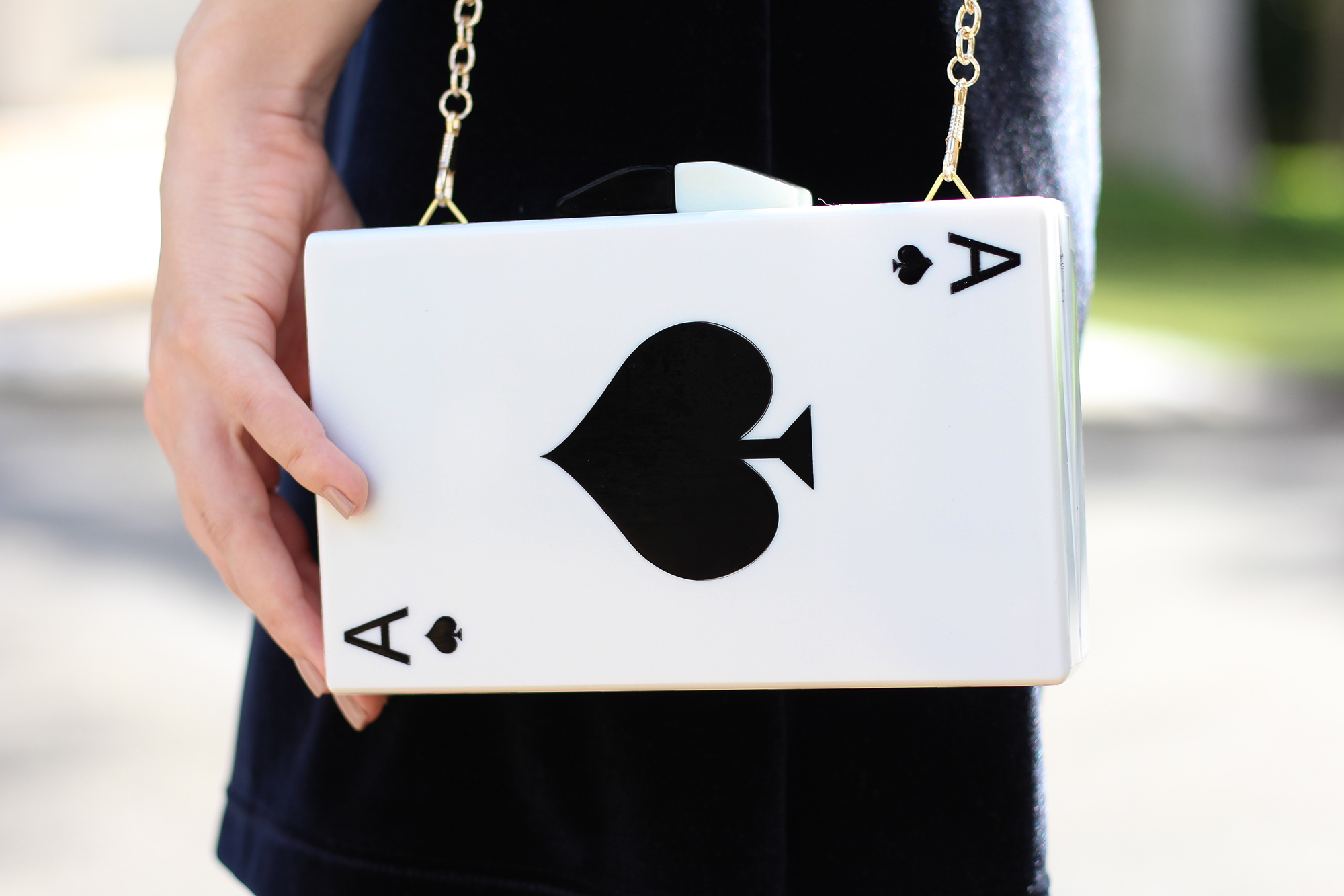 look veludo e clutch de cartas 2