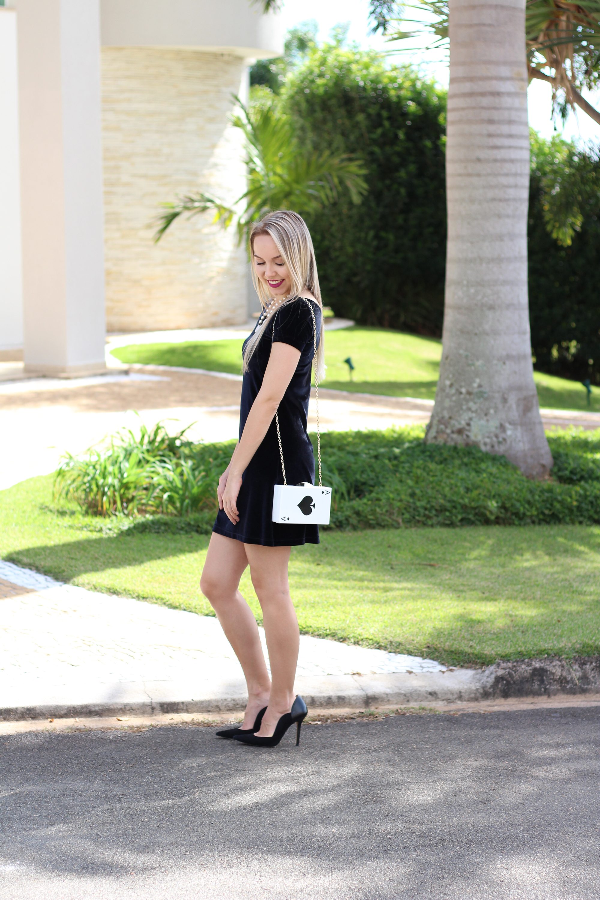 look veludo e clutch de cartas 6