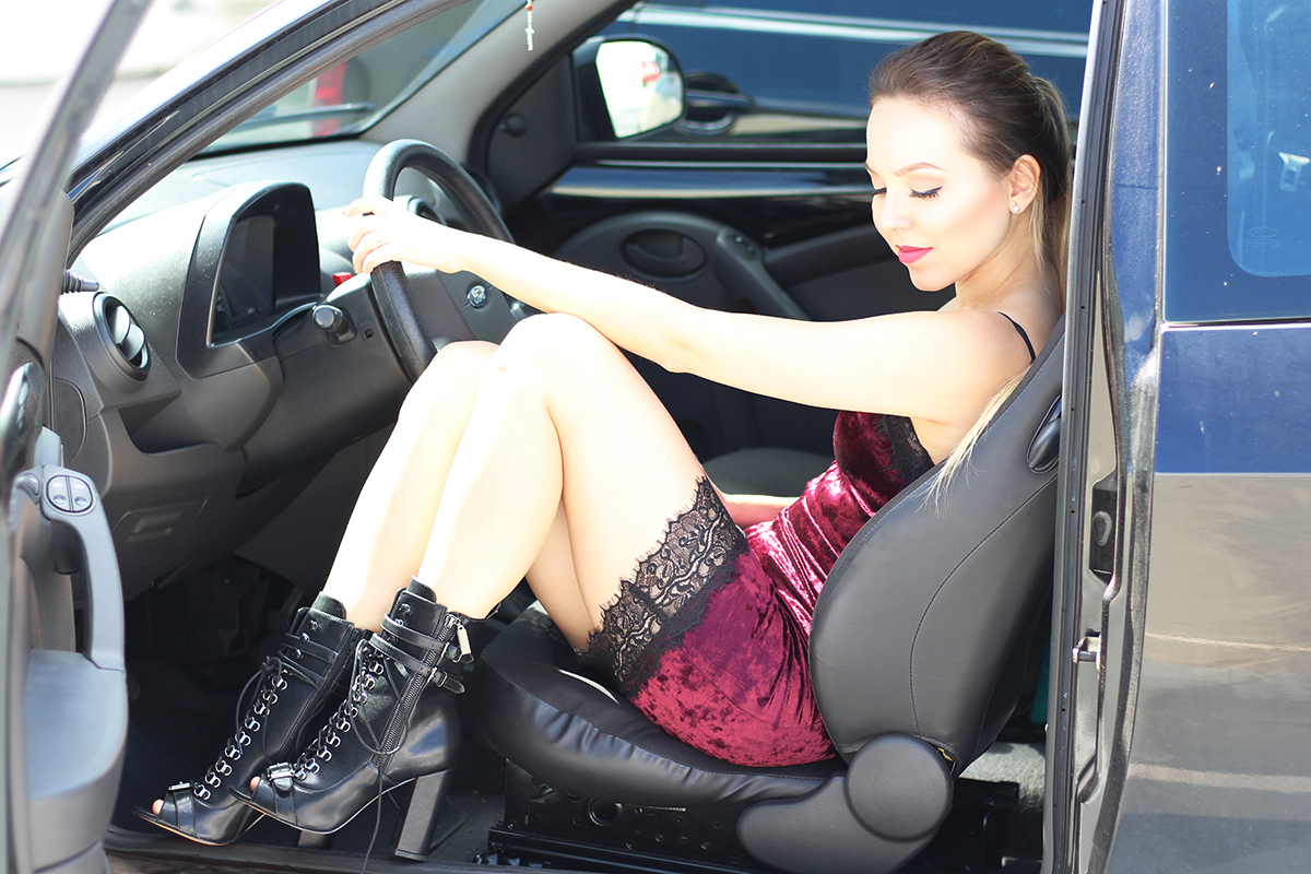 vestido de veludo e coturno 1
