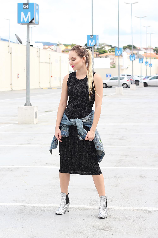 look vestido midi bota